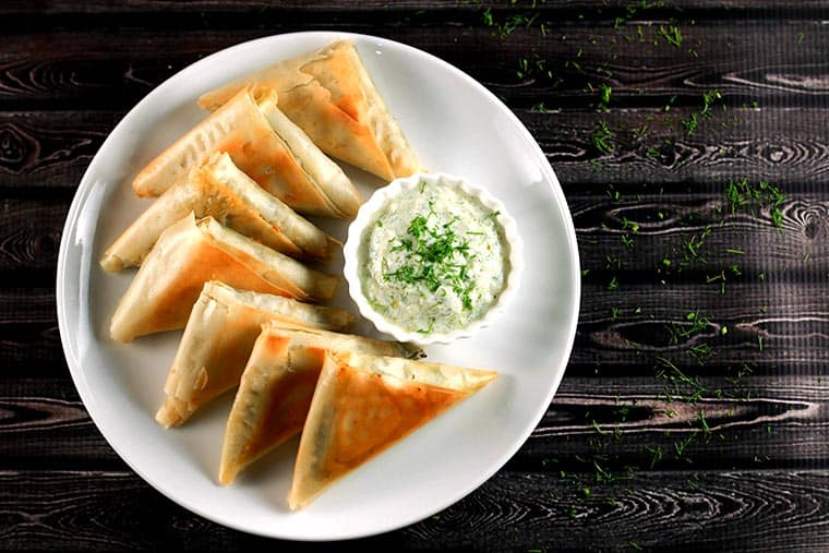 Greek Spinach and Feta Parcels - These Greek parcels (called Spanakopitas in Greek) are incredibly easy to make plus they're baked and not fried! YUM! Healthy and absolutely delicious! | ScrambledChefs.com