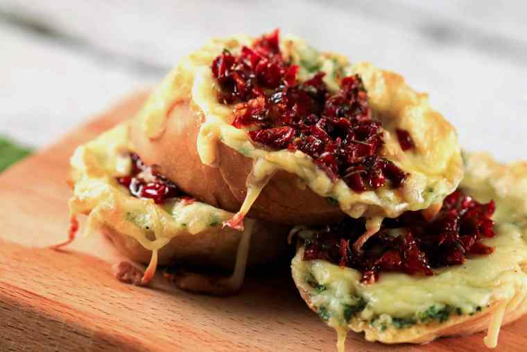 Sundried Tomatoes and Garlic Butter Bruschettas - This recipe is SO easy to make! It even shows you how to make sundried tomatoes at home - YUM! Prep in advance and have these all week!! | ScrambledChefs.com
