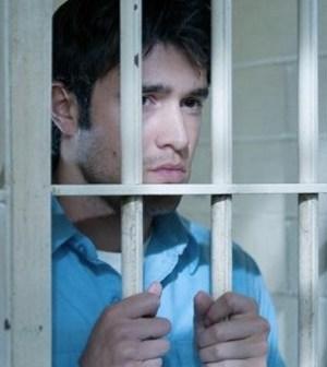 Far too pretty for jail! Josh Bowman as Daniel Grayson. Image © ABC Television Network.