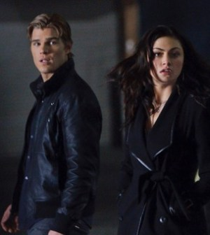 Chris Zylka and Phoebe Tonkin in The Secret Circle. Photo: Michael Courtney/The CW ©2012 The CW Network.