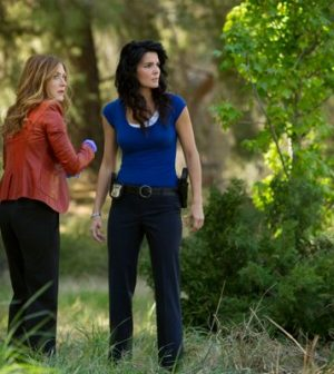 Sasha Alexander and Angie Harmon in Rizzoli and Isles. Photo by Doug Hyun. Image © TNT