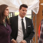 Bones-Ep802-Bones_and_Booth_are_stopped_on_site_sc-8_0076
