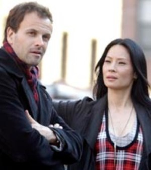 Jonny Lee Miller (l) and Lucy Liu (r) in Elementary. Image © CBS Television Network.