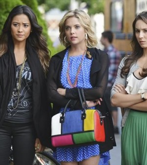 (ABC FAMILY/ERIC MCCANDLESS) SHAY MITCHELL, ASHLEY BENSON, TROIAN BELLISARIO