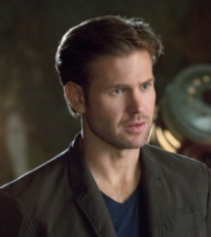 Matt Davis in Cult. Image © The CW Network