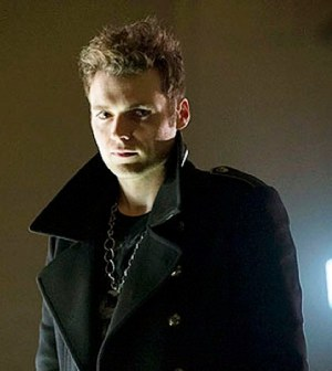 Seth Gabel as The Count. Image © The CW Network