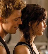Sam Claflin and Jennifer-Lawrence in The Hunger Games: Catching Fire
