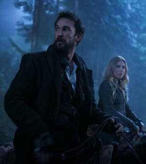 Noah Wyle and Sarah Carter in Falling Skies. Image © TNT