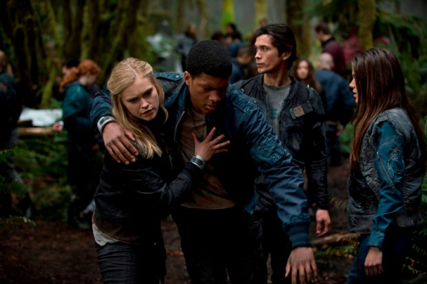 Pictured (L-R): Eliza Taylor as Clarke, Eli Goree as Wells, Bob Morley as Bellamy, and Marie Avgeropoulos as Octavia -- Photo: Cate Cameron/The CW -- © 2013 The CW Network. All Rights Reserved.