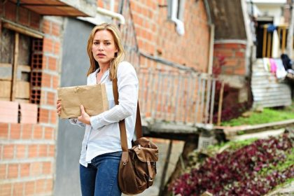 Pictured: Piper Perabo as Annie Walker -- (Photo by: Cesar Carillo/USA Network)