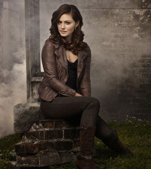 Pictured: Phoebe Tonkin as Hayley -- Photo: Mathieu Young/The CW