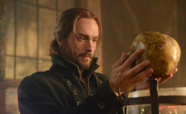 "Ichabod Crane (Tom Mison) discovers what Headless is after in Sleepy Hollow in ""The Midight Ride"" episode of Sleepy Hollow.  Co. CR: Brownie Harris/FOX"