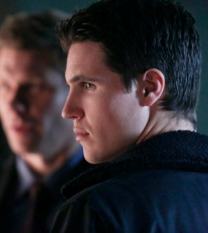 Pictured (L-R): Mark Pellegrino as Dr. Jedikiah Price and Robbie Amell as Stephen -- Photo: Katie Yu/The CW