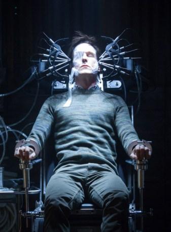 Eric Lathem (guest star Michael Eckland) receives facial reconstruction. Co. Cr: Katie Yu / FOX