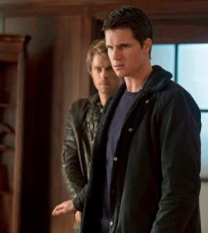 Pictured (L-R): Luke Mitchell as John and Robbie Amell as Stephen --  Photo: Katie Yu/The CW