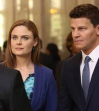 Emily Deschanel as Bones and David Boreanaz as Booth. Co.  Cr:  Patrick McElhenney/FOX
