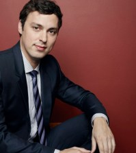 John Francis Daley as Dr. Lance Sweets. Co. Cr: Jeff Lipsky/FOX