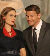 Pictured L-R:  Emily Deschanel and David Boreanaz.  Co.  Cr:  Patrick McElhenney/FOX