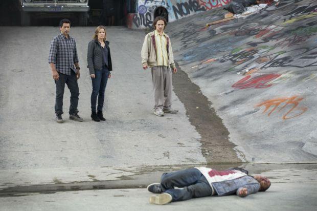 Cliff Curtis as Sean, Kim Dickens as Miranda and Frank Dillane as Nick - Fear the Walking Dead _ Season 1, Episode 1 - Photo Credit: Justin Lubin/AMC