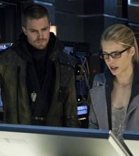 Pictured (L-R): Stephen Amell as Oliver Queen and Emily Bett Rickards as Felicity Smoak -- Photo: Liane Hentscher/The CW