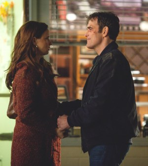 """WAYWARD PINES:  Ethan (Matt Dillon, R) and Beverly (Juliette Lewis, L) finalize their plans in the """"Don't  Discuss Your Life Before"""" episode of WAYWARD PINES airing Thursday, May 21 (9:00-10:00 PM ET/PT) on FOX.  ©2015 Fox Broadcasting Co.  Cr:  Liane Hentscher/FOX"""