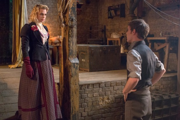 Billie Piper as Lily and Harry Treadaway as Dr. Victor Frankenstein in Penny Dreadful (season 2, episode 7). - Photo: Jonathan Hession/SHOWTIME - Photo ID: PennyDreadful_207_1515