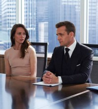 "SUITS -- ""No Puedo Hacerlo"" Episode 504 -- Pictured: (l-r) Amy Acker as Esther, Gabriel Mact as Harvey Specter, Meghan Markle as Rachel Zane -- (Photo by: Shane Mahood/USA Network)"