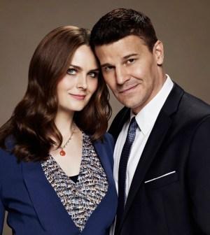 BONES: Emily Deschanel as Dr. Temperance Brennan and David Boreanaz as FBI Special Agent Seeley Booth. Co. Cr: Brian Bowen Smith/FOX