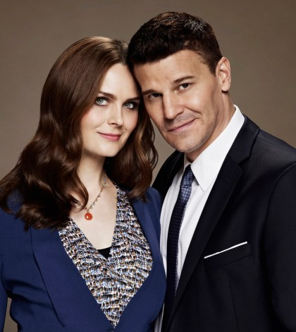BONES: Emily Deschanel as Dr. Temperance Brennan and David Boreanaz as FBI Special Agent Seeley Booth. Co. Cr: Brian Bowen Smith/FOX