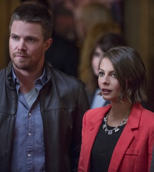 Pictured (L-R): Stephen Amell as Oliver Queen and Willa Holland as Thea Queen -- Photo: Cate Cameron /The CW