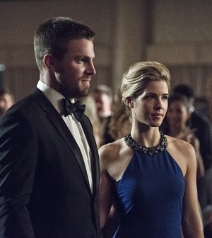 Pictured (L-R): Stephen Amell as Oliver Queen and  Emily Bett Rickards as Felicity Smoak -- Photo: Cate Cameron/The CW