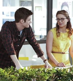Grant Gustin (L) as Barry Allen and Melissa Benoist (R) as Kara Danvers Photo: Robert Voets/Warner Bros. Entertainment Inc.
