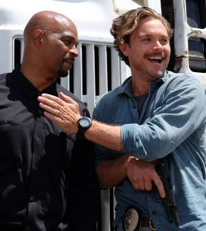 "LETHAL WEAPON: Pictured L-R: Damon Wayans and Clayne Crawford in the ""Best Buds"" episode of LETHAL WEAPON airing Wednesday, Oct. 5 (8:00-9:00 PM ET/PT) on FOX. ©2016 Fox Broadcasting Co. CR: Darren Michaels/FOX"
