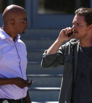 LETHAL WEAPON: Pictured L-R: Damon Wayans and Clayne Crawford| Co. CR: Jordin Althaus/FOX