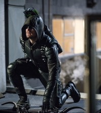 Stephen Amell as Green Arrow -- Photo: Diyah Pera/The CW