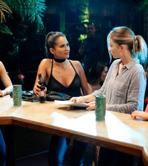 LUCIFER: L-R: Aimee Garcia, Lesley-Ann Brandt, Lauren German and Rachael Harris in the ÒLady PartsÓ episode of LUCIFER airing Monday, Oct. 17 (9:01-10:00 PM ET/PT) on FOX.  ©2016 Fox Broadcasting Co. Cr: Bettina Strauss/FOX.
