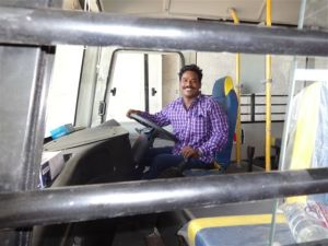 Ravi in de nieuwe Schoolbus