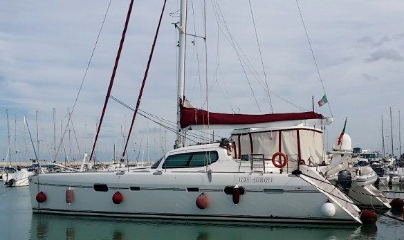 CATAMARANO PRIVILEGE 585