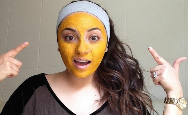 Turmeric With Gram Flour Face Mask