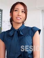 篠塚由真青い服