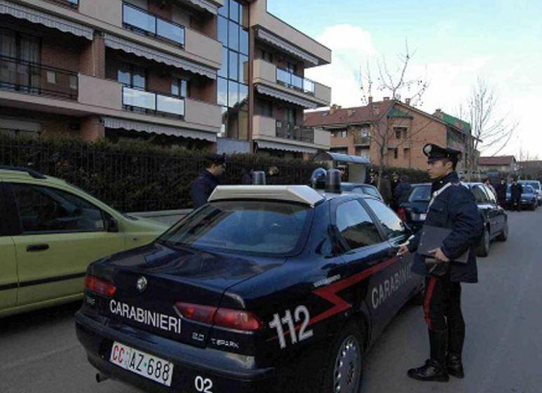 Chivasso, spara alla ragazza mentre giocano a guardia e ladri. Arrestato