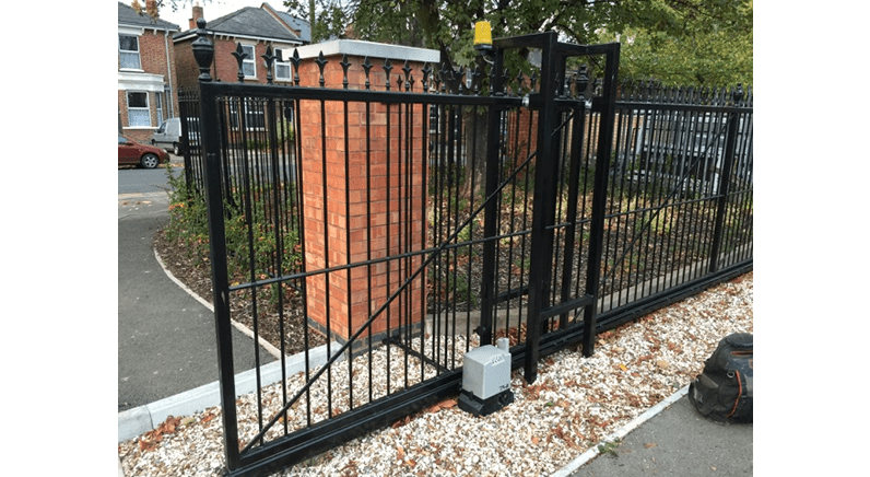 Working on powered gates - warning to electricians
