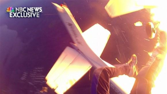Imagens impressionantes de um grupo de paraquedistas que escapa da colisão entre dois aviões