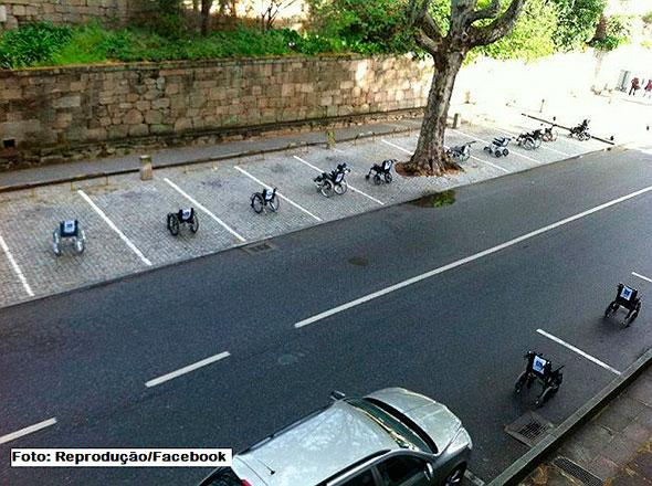 Cadeirantes dão o troco e ocupam todas as vaga de estacionamento de uma rua e praça de Lisboa