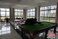 Milionário chinês retorna ao vilarejo miserável onde nasceu e o transforma em condomínio de luxo