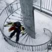 Descendo uma escada em espiral like a boss