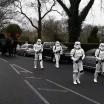 O cara era tão fã de Star Wars que antes de morrer pediu a presença de 6 Stormtroopers em seu Funera...