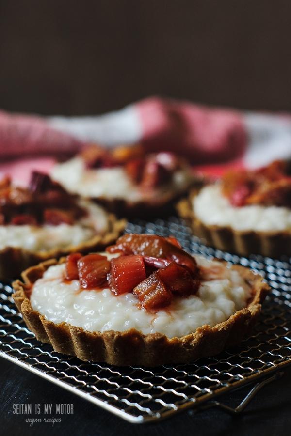 Rhubarb Rice Pudding Tartelettes | seitanismymotor.com