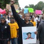 Escenas de la protesta contra el asesinato del joven negro Michael Brown a manos del policía Darren Wilson, el pasado 6 de agosto.