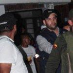 A Jaime Restrepo alias Samuel los campesinos lo detuvieron cuando estaba repartiendo unos panfletos amenazantes e iba armado. Lo devolvieron a la Policía